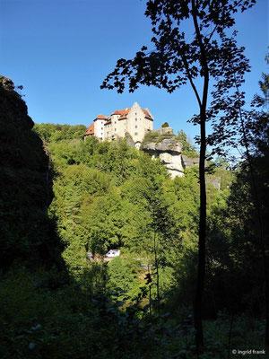 Blick zur Burg Rabenstein
