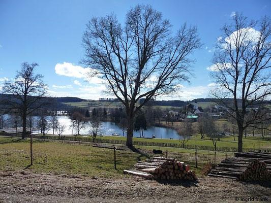 Blick auf den Illmensee und das Dorf Illmensee
