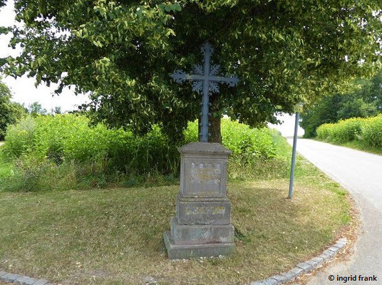 """Inschrift: """"Gott segne unsere Fluren"""""""