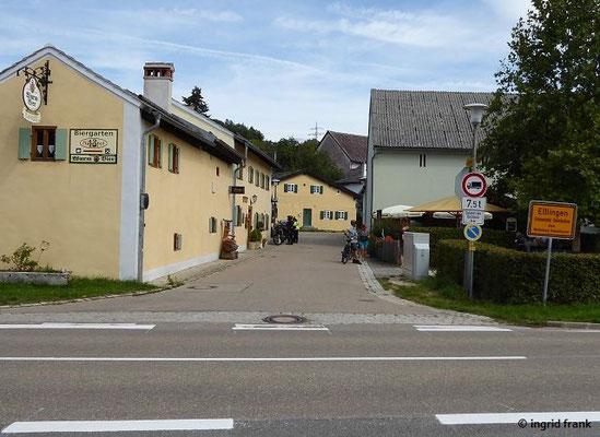 """Denkmalgeschützte Gaststätte (""""13. Apostel"""") und denkmalgeschütztes Bauernhaus in Jura-Bauweise"""