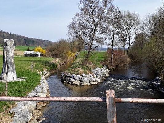 """Kunstprojekt """"Wasserhüterinnen"""" an der Mündung des Krummensbachs in die Schussen"""