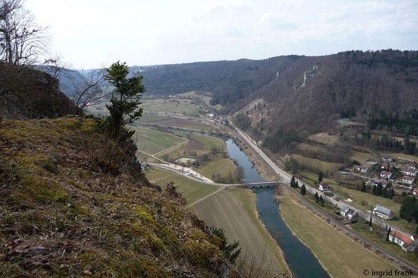 Blick vom Sankt-Anna-Felsen nach Westen Richtung Schloss Werenwag