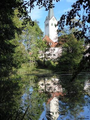 Pfarrkirche St. Georg von Ratzenried mit Schlossweiher