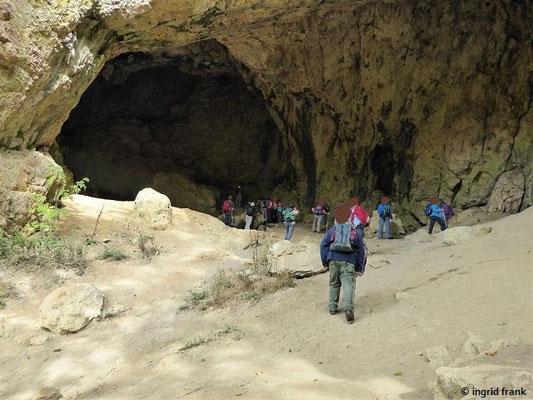 Bronner Höhle unterhalb von Schloss Bronnen