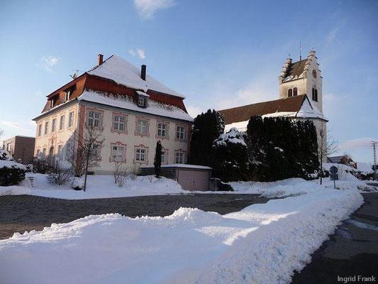 09.02.2013-Kirche und Pfarrhaus von Horgenzell