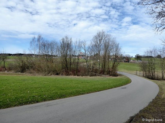 Über Kesenweiler zum Edensbach (links: NSG Scheibensee; rechts: NSG Blauensee)