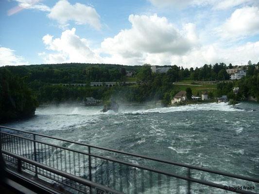 Auf der Rückfahrt den Rheinfall von oben aus dem Zug gesehen