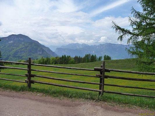 Auf der Cisloner Alm, Blick über das Etschtal zur Brenta