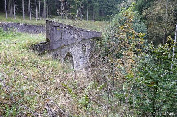 """Loquitz-Viadukt der """"Schieferbahn"""" (ehemalige Lokalbahn zwischen Lehesten und Ludwigsstadt zum Schiefertransport)"""