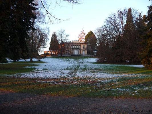 """Villa Lindenhof (heute """"friedens räume"""") im Lindenhofpark Bad Schachen"""