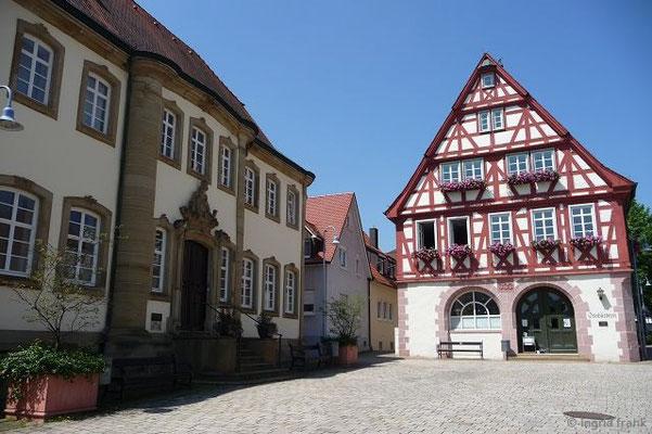 Nordheim: Ev. Pfarrhaus (1763) und Altes Rathaus (1593)