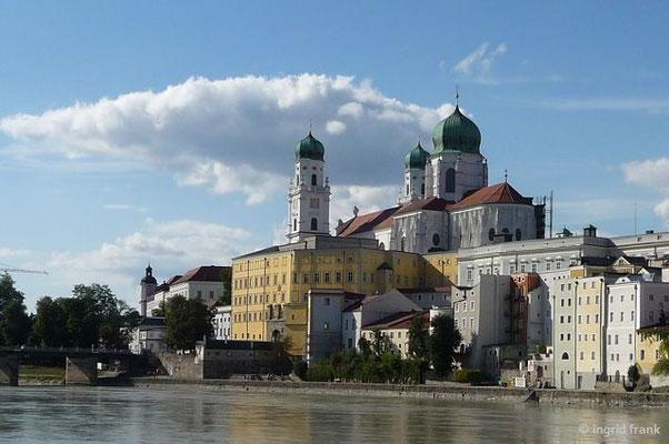 Der Dom St. Stephan vom Inn aus gesehen