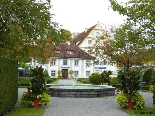 """Hofgarten - Blick zum Hofgartenhaus und """"Schwanen"""""""