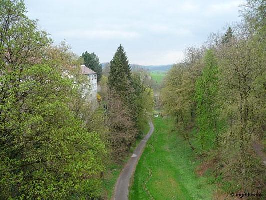 Blick von der Hochbrücke ins Neckartal