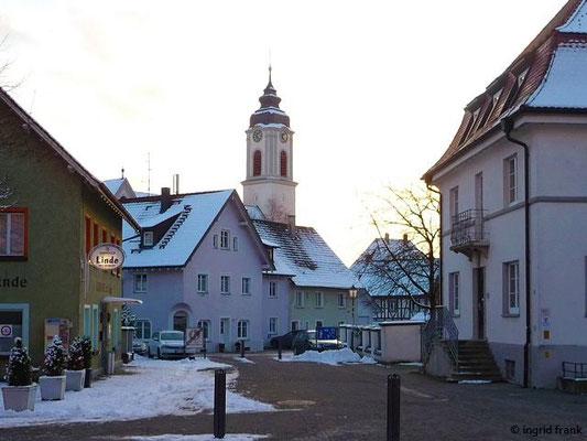 Blick zur Pfarrkirche St. Gallus und Ulrich