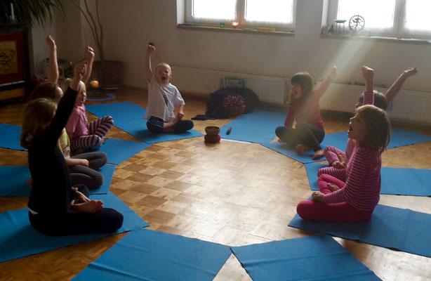 Ich kann Yoga :-) :-) !!!