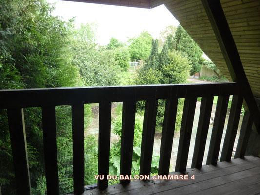 Grand balcon avec fauteuils de repos