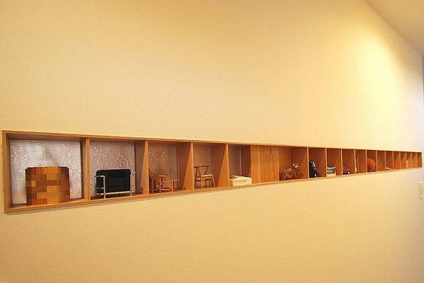 小物を置くことができる棚もセルフビルドで作って壁に埋め込んでもらう。