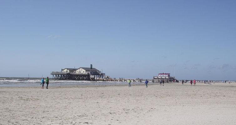 Sie können sich am weitläufigen Strand gastronomisch verwöhnen lassen ....