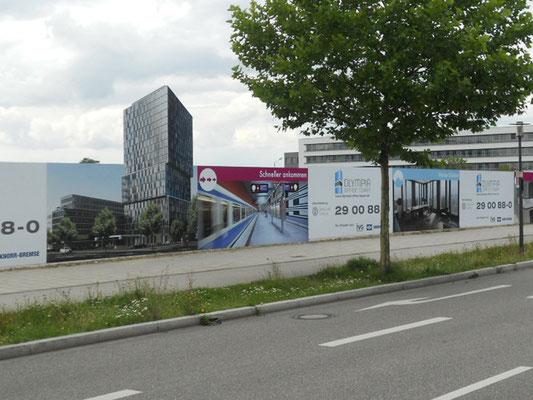 Bauzaun Werbung Verblendung Frankfurter Ring