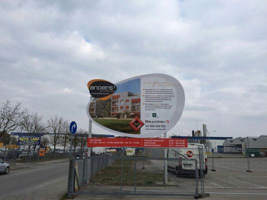 Bauschild Holzkonstruktion Motiv freigeschnitten München