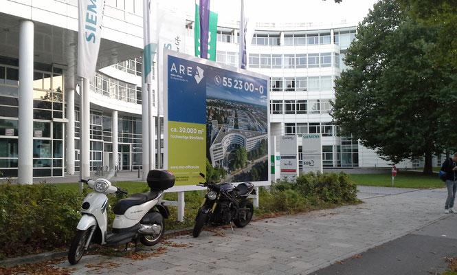 Bautafel Holzkonstruktion weiss 4x3m München Balan