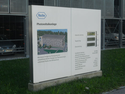 Pylon mit Photovoltaik Modul Roche Penzberg