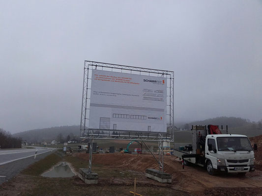 mobiles Bauschild mit Banner und Traversenrahmen 4x3m