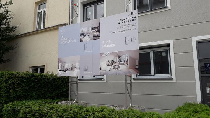 Bautafel 3x2m mit Schachtringfundamenten in München