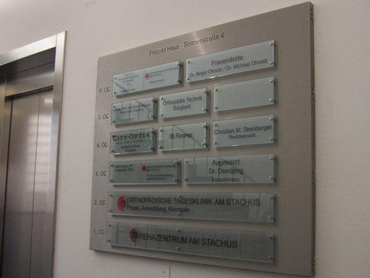 Glasschild System auf Edelstahl Sonnenstraße München
