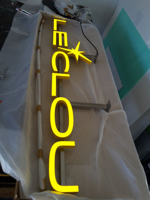 Vollacryl LED Buchstaben auf Edelstahl UK