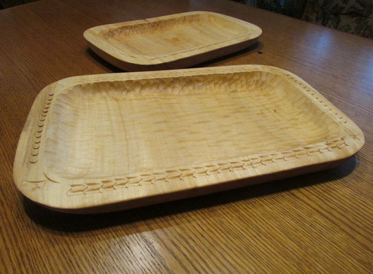 Nr. 38  (Korytka z drewna dodatkowo ręcznie zdobione) wymiar: 43x24x4 [cm]
