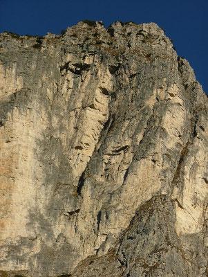 PASUBIO, SOJO ROSSO LATO SUD-EST (la parete dove salgono le vie Carlesso e Casarotto)