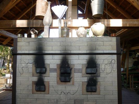 Die Luftklappen des Ofens nach dem Brand