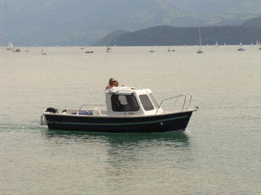 Süsses Motorboot auf dem Thunersee.