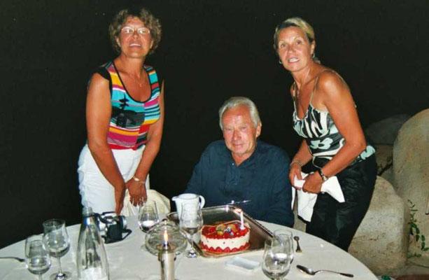 Le gâteau d'anniversaire au restaurant