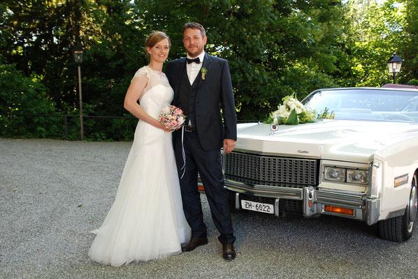 Hochzeitsfahrt mit Brautpaar