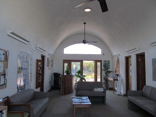 Intérieur d'un bâtiment Earthbag aux Bahamas - crédit photo Bill de MidwestPermaculture