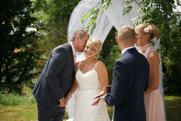 Hochzeitsfotos von der freien Trauung in Schorndorf gut Hötzing