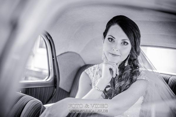 Braut im Hochzeitsauto Nittendorf