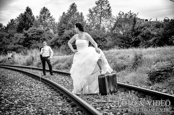 Cooles Brautpaar Hochzeitsfotoshooting in Amberg