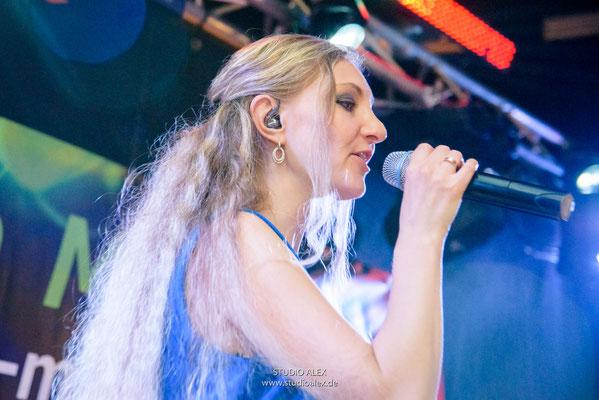 Sängerin Tatjana MUSIC BAND AUS DEGGENDORF