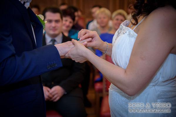 Hochzeitsringe bei der  standesamtliche Trauung in Amberg