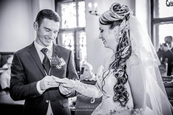 Hochzeitsfotos von der standesamtlichen Trauung im Rathaus in Weiden in der Oberpfalz