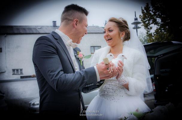 Hochzeitsfoto mit Tauben