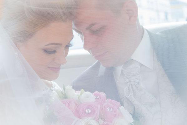Hochzeitsfotografie Hochzeitsfoto im Hochzeitsauto
