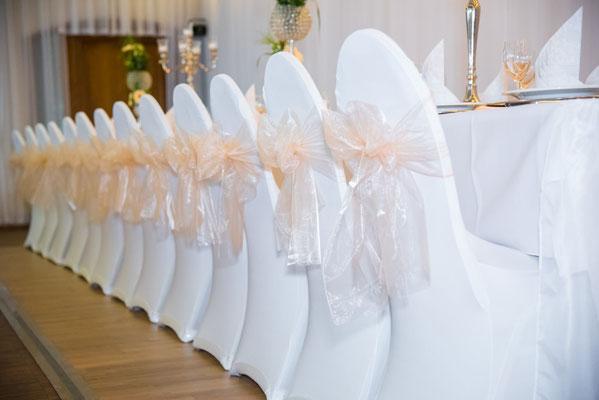 """Dekoration für Hochzeit Stühle im Eventlocation """"Stella"""" ehemaliger Böhmfelder Hof"""