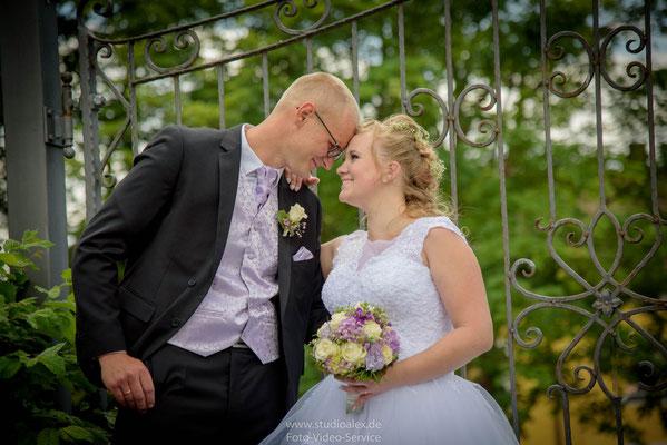 Kontaktiere deinen Hochzeitsfotograf unter 09621782680