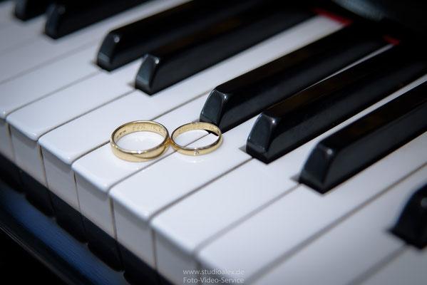 Hochzeitsfoto Ringe im Königreichssaal von Zeugen Jehovas in Hamburg