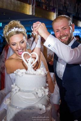 Hochzeitstorte auf Kristallkönigin an der Donau Regensburg Oberpfalz